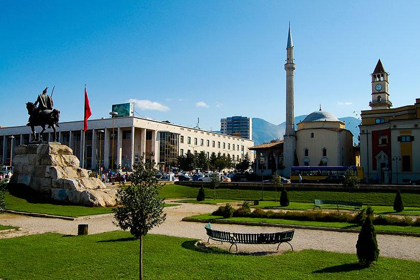 image Albanie Tirana place  it
