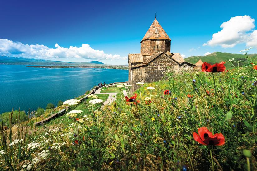 image Armenie lac au bord sauvetage cathedrale 90 fo_120875789