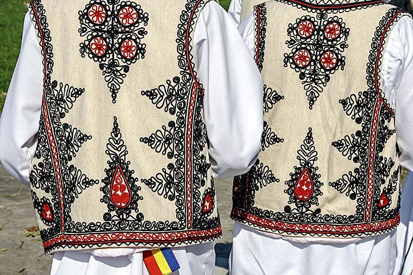 image Roumanie costume folklorique traditionnelle  fo