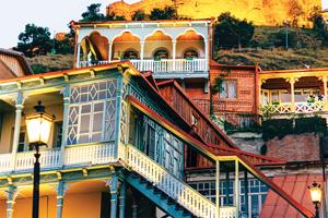 georgie tbilissi quartier de sololaki et forteresse medievale de narikala 12 as_128270447