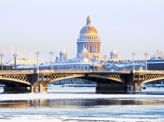 russie st petersbourg nieva cathedrale st isaac hiver  fotolia